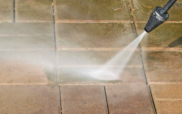 Pressure-washing-a-walkway-in-Ashburn-Virginia