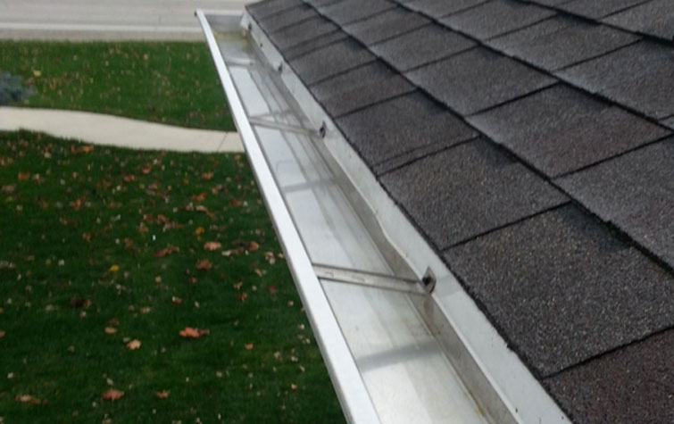 A-meticulously-clean-gutter-on-a-home-in-Fayetteville